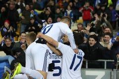 De ventilators die van dynamokyiv genoteerd doel met spelers, de Ligaronde van UEFA Europa van 16 tweede beengelijke tussen Dynam stock foto