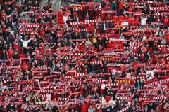 De ventilators die van Liverpool Kop Carling vieren Stock Afbeeldingen