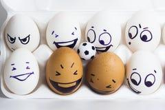 De ventilators Eieren met grappige gezichten eieren en stock afbeeldingen