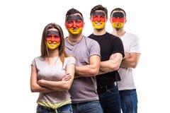 De ventilators van groeps mensen verdedigers van de nationale teams van Duitsland met de geschilderde hand van het vlaggezicht me royalty-vrije stock foto's