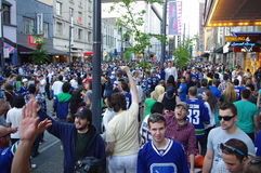 De ventilators van het Vancouver Canuckshockey op Granville Street Royalty-vrije Stock Foto