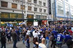 De ventilators van het Vancouver Canuckshockey op Granville Street Royalty-vrije Stock Afbeelding