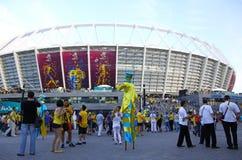 De ventilators van het voetbal gaan naar het Olympische stadion in Kyiv Stock Afbeelding