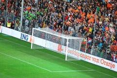 De ventilators van het voetbal met een leeg doel Stock Foto