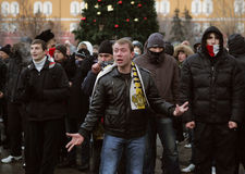 De ventilators van het voetbal tegen autoriteiten Royalty-vrije Stock Foto's