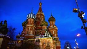 De verbazende Kathedraal van het Basilicum van Heilige in Rood Vierkant, Moskou, symbool van het land stock videobeelden