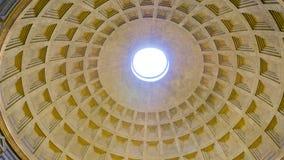 De verbazende koepel van het Pantheon in Rome stock afbeelding