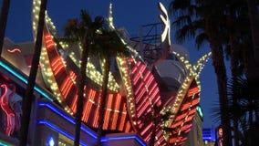 De verbazende neonlichten bij Flamingohotel en Casino in Las Vegas - de V.S. 2017 stock videobeelden