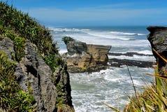 De verbazende vormingen van Pannekoekrotsen bij het Nationale Park van Paparoa in Nieuw Zeeland Stock Foto's