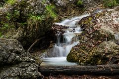 De verbazende watervallen in Janosikove Diery royalty-vrije stock foto's