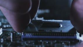 De verbetering van de onderhoudscomputer cpu van motherboard stock videobeelden