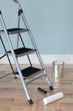 De verbetering van het huis. Zaal die op het schilderen wordt voorbereid. royalty-vrije stock fotografie