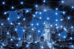 De verbinding van de wereldkaart en vage stad van commercieel centrum Stock Fotografie