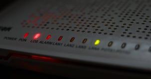 De verbinding van het materiaalinternet van de modemrouter van server wordt verloren die stock videobeelden