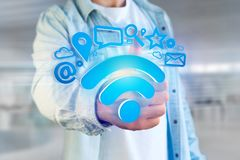 de verbinding van het wifisymbool door multimedia en Internet dat app wordt omringd Royalty-vrije Stock Foto