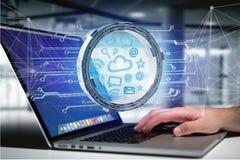 De verbinding van het wolkensymbool door multimedia en Internet- datap wordt omringd Royalty-vrije Stock Fotografie