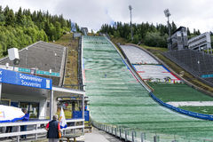 De verbindingsdraden van de opleidingsski, die voor de de zomercompetities op 27 Juni, 2016 in Lillehammer, Noorwegen voorbereidi Stock Foto's