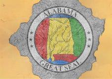De verbindingsvlag van Alabama van de staat van de V.S. in groot concreet gebarsten gat royalty-vrije stock fotografie