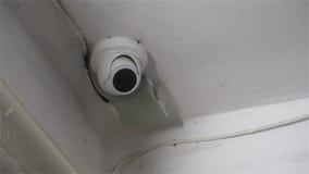 De verborgen camera van kabeltelevisie camera opgezet dichtbij de flat