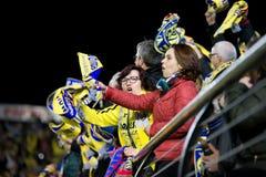 De verdedigers bij de Europa Ligahalve finale passen tussen Villarreal CF en Liverpool FC aan Royalty-vrije Stock Afbeeldingen