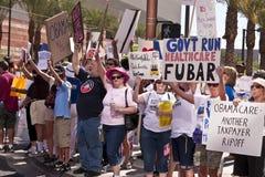 De verdedigers en de protesteerders van Obama royalty-vrije stock afbeelding