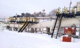 De verdeler van de eindfase is tubulair Materiaal om water van olie te scheiden Materiaalolievelden van Westelijk Siberië Stock Foto's