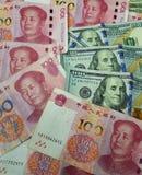 De Verenigde Staten en China zien hun hoofden in een handelsafstand houden onder ogen Handelsoorlog De kwestie van de wereldcrisi royalty-vrije stock foto