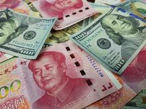 De Verenigde Staten en China zien hun hoofden in een handelsafstand houden onder ogen Handelsoorlog De kwestie van de wereldcrisi stock afbeeldingen