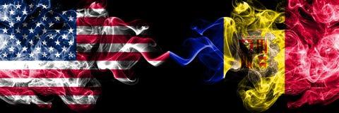 De Verenigde Staten van Amerika versus Andorra, Andorrese rokerige zij aan zij geplaatste mysticusvlaggen Dik gekleurde zijdeacht royalty-vrije illustratie