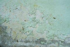 De verf op de muur, het pellen de textuur van de kleurenkleur, verslechtering van de verf op de oude muur, muur loopt over stock foto