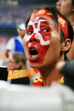 De verf van de mens met het Olympische symbool van 2008 op gezicht Stock Fotografie