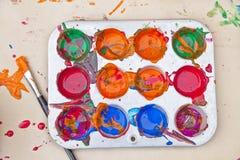 Kleurenmonsters borstel verfpot stock foto beeld 39921612 - Monster verf ...