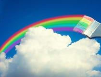 De verfborstel trekt een regenboog Stock Afbeelding