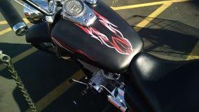 De verfkrijtstrepen van de satijn zwarte motorfiets royalty-vrije stock foto