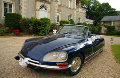 De verfraaide Auto van het Huwelijk Royalty-vrije Stock Afbeelding