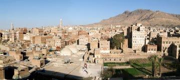 De verfraaide huizen van oude Sana op Yemen Stock Foto's