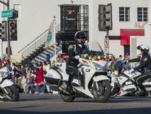 De verfraaide motor van Pasadena Politie in beroemde Rose Parade Stock Afbeelding