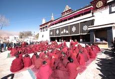 De vergadering van het Heilig Schriftdebat van Sera Monastery Stock Afbeeldingen