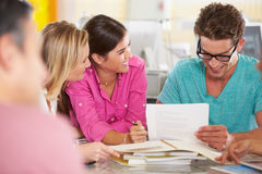 De Vergadering van het team in Creatief Bureau royalty-vrije stock afbeelding