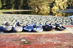 De Vergeten Strandschoenen stock foto