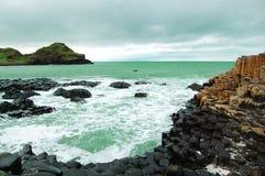 De Verhoogde weg Ierland van reuzen stock afbeeldingen