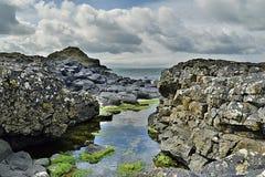 De verhoogde weg Noord-Ierland van de reus stock afbeelding