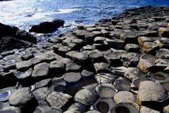 De Verhoogde weg van de reus, de kust van Antrim, Noord-Ierland Stock Foto