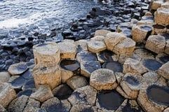 De Verhoogde weg van reuzen, Noord-Ierland stock foto