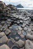 De Verhoogde weg van reuzen, Noord-Ierland stock foto's
