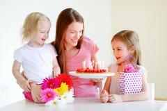 De verjaardag van de mama stock afbeeldingen