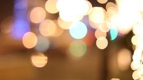 De verkeerslichten van de Defocusednacht stock videobeelden