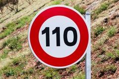 De verkeersteken van de maximum snelheid Stock Foto's