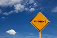 De verkeersteken van het waarschuwingsbericht met blauwe hemel Royalty-vrije Stock Foto's