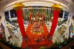De verkoop van het Kerstmisnieuwjaar in een grote wandelgalerij Stock Afbeelding